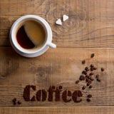 Composition en café avec la tasse et les grains de café Image libre de droits