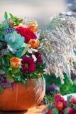 Composition en fleur d'automne en potiron Photo libre de droits