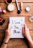 Composition en jour de mères Femme avec la note Produits de beauté Photographie stock