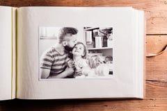 Composition en jour de pères Album photos, photo noire et blanche Photographie stock libre de droits