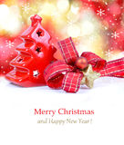 Composition en KiwiChristmas avec la neige et la décoration de Noël Images stock