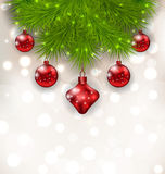 Composition en Noël avec des brindilles de sapin et des boules en verre rouges Photo libre de droits