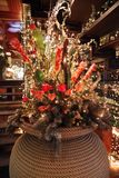 Composition en Noël avec des décorations et des fleurs Photos libres de droits