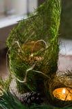 Composition en Noël avec la bougie brûlante image stock