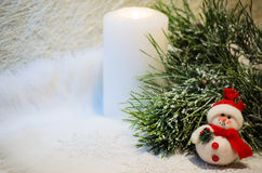 Composition en Noël avec la branche de bonhomme de neige et de pin Image libre de droits