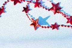 Composition en Noël avec les étoiles rouges Photo libre de droits