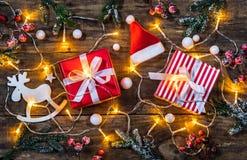Composition en Noël avec les présents et la décoration de Santa Claus Photo libre de droits