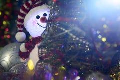 Composition en Noël de conte de fées avec le bonhomme de neige et le décor de Noël Photo libre de droits