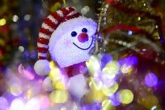 Composition en Noël de conte de fées avec le bonhomme de neige et le décor de Noël Photo stock