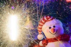 Composition en Noël de conte de fées avec le bonhomme de neige et le décor de Noël Photographie stock libre de droits