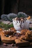 Composition en Noël ou en nouvelle année avec le Dr. de chocolat chaud ou de cacao Photographie stock libre de droits