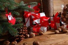 Composition en Noël parfaitement adaptée pour envoyer un ami et pour les rendre heureux Photographie stock libre de droits
