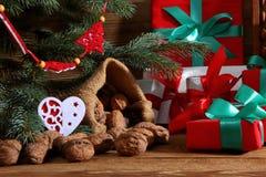Composition en Noël parfaitement adaptée pour envoyer un ami et pour les rendre heureux Photos stock