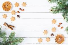 Composition en Noël sur le blanc avec l'espace pour le texte Photographie stock libre de droits