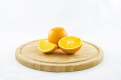 Composition en oranges sur le conseil en bois Photo libre de droits