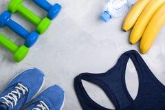 Composition en sport de Flatlay avec l'équipement d'équipement de sport Images libres de droits