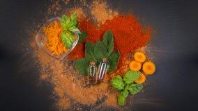 Composition en station thermale de sauge, de carotte et d'huile essentielle Photo libre de droits