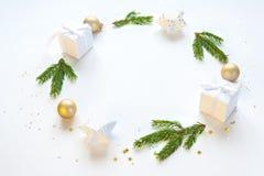 Composition en vacances de Noël sur le fond clair avec l'espace de copie pour votre texte Photo libre de droits