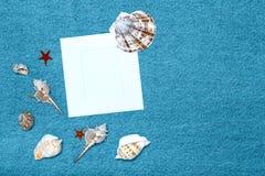 Composition et espace en mer pour le texte Thème romantique d'amour sur des jeans Image stock