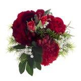 Composition florale avec les pivoines et les roses rouges Image libre de droits