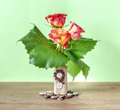 Composition florale décorative avec des roses Images libres de droits