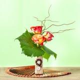 Composition florale décorative avec des roses Photos libres de droits