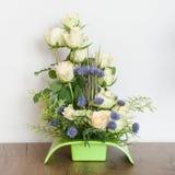 Composition florale des roses blanches Photographie stock libre de droits