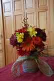 Composition florale en chute Images stock