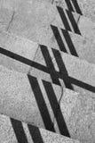 Composition géométrique avec des ombres et des étapes de pierre Photo stock