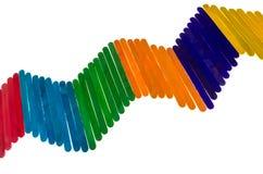 Composition géométrique avec les bâtons colorés de glace à l'eau d'isolement dessus Image libre de droits