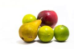 Composition naturelle en fruits, poire de chaux de pomme Photographie stock libre de droits