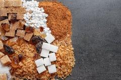 Composition plate en configuration avec différents types de sucre Photos stock