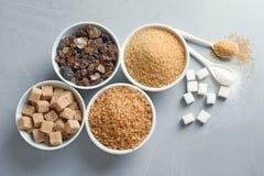 Composition plate en configuration avec différents types de sucre Photo stock