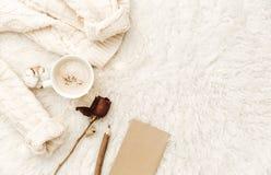 Composition plate en configuration pour le blogger, maison confortable, matin de hippie image stock