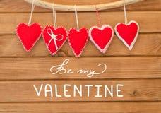Composition romantique d'amour des coeurs de feutre de rouge Image libre de droits