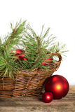Composition rouge en Noël sur le fond en bois Photo stock