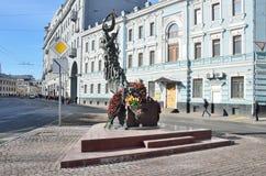 Composition sculpturale consacrée aux victimes de l'attaque terroriste à Beslan moscou image stock