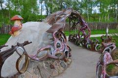 Composition sculpturale dans l'espace d'amour de parc Image stock