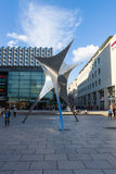 Composition sculpturale dans le style d'Art Nouveau près du centrum Galerie dans la vieille ville Images stock