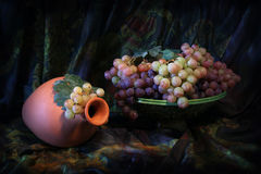 Composition of Uzbek traditional ceramic water vesel, ceramic dish and grapes Stock Photography