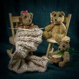 Compositions artistiques avec les animaux tricotés Images stock