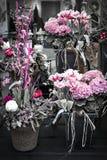 Compositions florales roses Image libre de droits