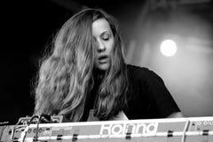 Compositor de Jessy Lanza Canadian, productor y funcionamiento electrónicos del vocalista en el festival del sonar Foto de archivo