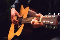 Compositor de la guitarra de la nota del guitarrista de la música Foto de archivo