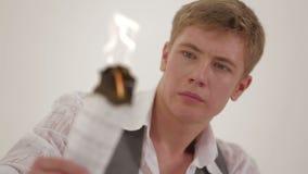 Compositor joven Burning Musical Notes almacen de video