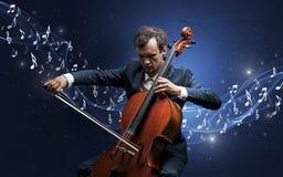 Compositor solo que juega en el violoncelo Foto de archivo