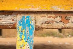 Composizione astratta con i pezzi di legno dipinto fotografia stock