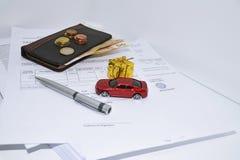 Composizione astratta dei documenti dell'automobile fotografia stock libera da diritti