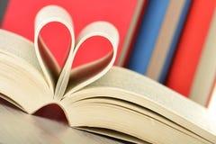 Composizione con i libri sulla tabella Fotografia Stock Libera da Diritti