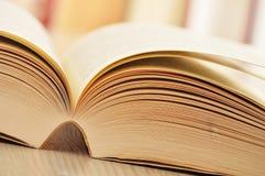Composizione con i libri sulla tabella Fotografia Stock